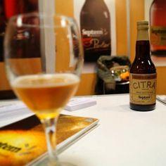 Septem Citra-Hobby Hoppy Series Ευβοϊκή μικροζυθοποιία White Wine, Greece, Alcoholic Drinks, Glass, Food, Beer, Greece Country, Drinkware, Alcoholic Beverages