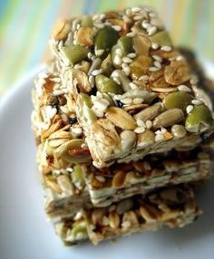 Homemade Seed, Oat & Honey Snack bars just oats, honey and a variety of your favorite seeds! is part of Homemade snack bars - Healthy Bars, Healthy Sweets, Healthy Snacks, Healthy Recipes, Breakfast Healthy, Healthy Granola Bars, Oat Slice Healthy, Healthy Muesli Bar Recipe, Homemade Breakfast Bars
