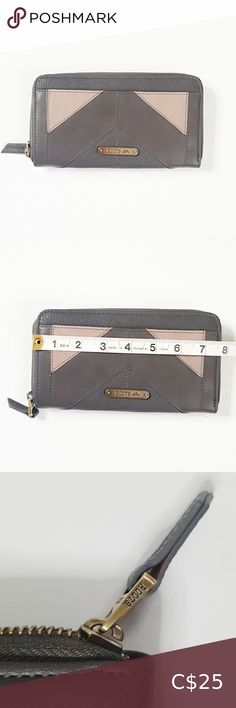 ROOTS Womens Wallet Leather 100% Pre loved Roots Wallet 100% Leather Multi- Chamber interior No damage or defect Comes as shown Please feel free to msg if any questions about this item,as it avoids returns and discrepancies Bundle up and save on shipping Thanks for visiting Roots Bags Wallets