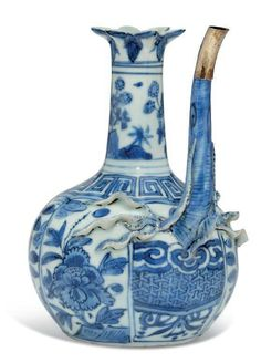 A blue and white 'pomegranate' ewer, Wanli period (1573-1619)