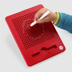 Malen mit magnetischen Kügelchen, damit die Kinder gleich das Pixelfeeling vermittelt bekommen.