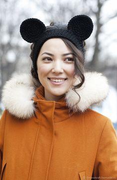 Повязка на голову Микки - купить или заказать в интернет-магазине на Ярмарке Мастеров - 3J6TTRU | Теплая, яркая и очень удобная повязка с ушками…