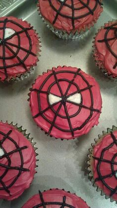 If you are planning a spiderman party here is a collection of spiderman cake ideas to help. Superhero Birthday Party, 3rd Birthday Parties, Birthday Cupcakes, 4th Birthday, Spider Man Birthday, School Birthday, Batman Party, Birthday Ideas, Fete Vincent