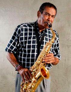 Eddie 'La Bala' Pérez  Durante la década de los 50 Eddie Pérez formó parte de la agrupación El Combo de Cortijo, y posteriormente fundó, junto a Rafael Ithier, la agrupación de salsa El Gran Combo de Puerto Rico, donde por más de 50 años se desarrolló como saxofonista y corista.