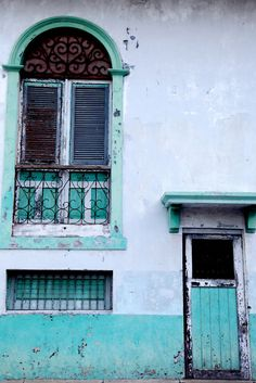 Blues and greens, aqua and turquoise... such a soothing color palette.
