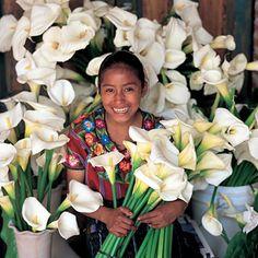 Vendedora de alcatraces. Hermosa sonrisa digna de una pintura de Diego. México.