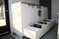 Wasmachine en droger op werkhoogte. lades voor wasmiddel wasmanden. Maar komt op zolder dus misschien niet geheel nodig.