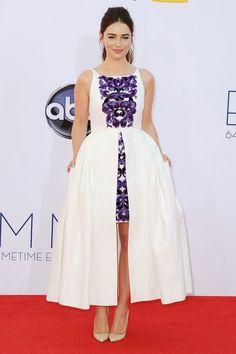 Emilia Clarke en la alfombra roja estilo