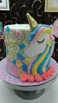 Unicorn Cake by Tathi Schroeder