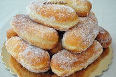 soft fried stuffed with coffee cream 2 Italian Pastries, Italian Desserts, Just Desserts, Italian Recipes, Delicious Desserts, Sweet Recipes, Cake Recipes, Dessert Recipes, Italian Cookies