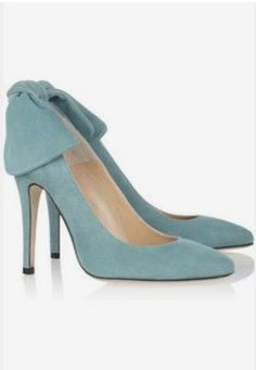 I'm a sucker for bow-backed heels. Carven Bow-embellished suede pumps in the most perfect powder blue. Blue Suede Shoes, Suede Pumps, Louboutin, Turquoise, Beautiful Shoes, Shoe Collection, Gucci, Burberry, Girls Shoes