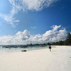 @Regrann from @nurwhy -  Anak pantai... . . . #indonesiagram #infoindonesia #indonesiabagus #indotravellers #belitung #belitungisland #bangkabelitung #jalan2man #infotourismindo #ikece_indonesia #landscape #instanusantara #beach #indonesiagateway #landscape_lovers #kelilingindonesia #kelilingnusantara #backpacker #nakedtraveler #backpackerjakarta #lingkarindonesia #nurwhy #limitlesscreative #Regrann Belitung, Land Scape, Paradise, Traveling, Clouds, Beach, Places, Instagram Posts, Water