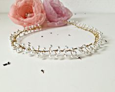 180 LEI | Accesorii par handmade | Cumpara online cu livrare nationala, din Ploiești. Mai multe Nunta si Botez in magazinul aura.angeline pe Breslo. Lei, Hair Accessories, Corona, Pearl, Hair Accessory