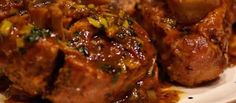 Osso buco with slow cooker – Easy recipe – Delicious recipe of Osso buco … - Recipes Easy & Healthy Pork Osso Bucco Recipe, Beef Shank Recipe, Duck Recipes, Meat Recipes, Cooking Recipes, Osso Bucco Slow Cooker, Osso Bucco Porc, Wine Sauce, Jamie Oliver