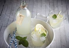 Treat yourself to a flavorful, icy glass of stevia and basil lemonade! It's healthier and very refreshing, in other words, the perfect afternoon beverage or fun drink for BBQ's, parties and all kinds of summertime festivities. Fun Drinks, Beverages, Basil Lemonade, Health Diet, Stevia, Glass Of Milk, Panna Cotta, Treats, Cooking
