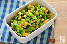 小松菜とツナ、卵をシンプルな味付けで炒め合わせた副菜のレシピ。クセがなく食べやすいおいしさです。小松菜の葉は火が通りやすいので、ささっと手早く炒めるのが調理のポイントです。冷蔵保存4日