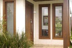 Resultado de imagem para janelas de madeira com vidro