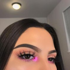 You Can Experience makeup tips and tricks Using These Helpful Tips make-up-tipps. Pink Eye Makeup, Makeup Eye Looks, Colorful Eye Makeup, Day Makeup, Cute Makeup, Eyeshadow Looks, Gorgeous Makeup, Skin Makeup, Eyeshadow Makeup