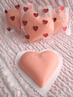 The Natural Beauty Workshop: Raspberry Truffle Lotion Bars Diy Lotion, Lotion Bars, Red Raspberry Seed Oil, Diy Savon, Bath Boms, Bath Melts, Homemade Beauty Products, Beauty Recipe, Cocoa Butter