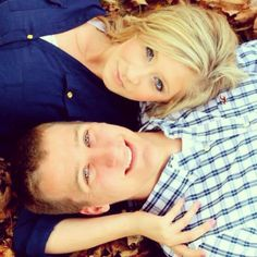 Couples photography. cute pose for couples during fall