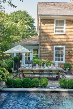 69 Small Front Yard Landscaping Ideas With Stylish Design Outdoor Seating, Outdoor Spaces, Outdoor Living, Small Front Yard Landscaping, Backyard Landscaping, Landscaping Ideas, Pool Backyard, Home Garden Design, Home And Garden