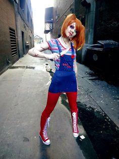 A female Chucky cosplay