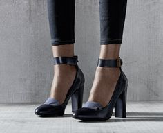 The G-Star Scala ankle strap court is a navy blue high-heel in premium Nappa leather featuring a chambray insert over the toe and an adjustable ankle strap.