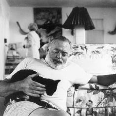 20 Photos of Artists and Their Animals - Ernest Hemingway