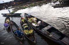 The Floating Market: Barter System. @ Floating Market Banjarmasin, Indonesia.  Barter system are still implemented among the villagers during these days. Goods were exchanged on a one-to-one basis with the intent that the value of the goods traded was of relatively equal value.