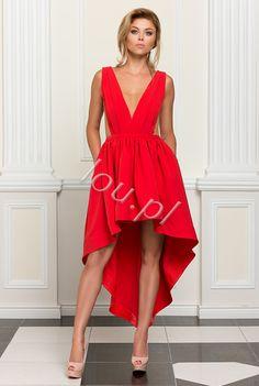c59fa420f9 Suknia z elastycznego czerwonego materiału z wycięciami wypełnionymi  cielistą siateczką. Wszyte miseczki świetnie modelują sylwetkę