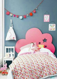 50 chambres d'enfants qui nous font rêver | Femina // blue walls, pink cloud shaped headboard