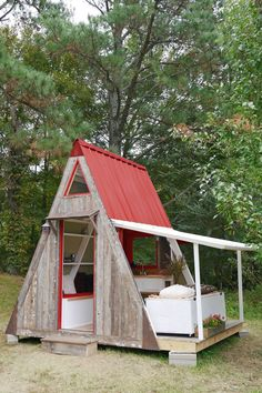 Damn simple little house costs only U - Tiny House Living Ideas Tiny House Cabin, Tiny House Living, Tiny House Plans, Tiny House Design, Tiny Cabin Plans, Cubby House Plans, A Frame Cabin Plans, Cubby Houses, Play Houses