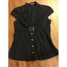 NWOT Express top size small Excellent condition Express top size small, no stains, rips. Has a slimmer fit and looks stunning! Express Tops Blouses