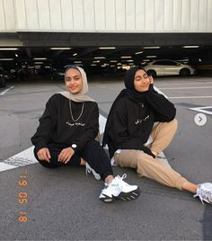 Modest Fashion Hijab, Modern Hijab Fashion, Street Hijab Fashion, Casual Hijab Outfit, Fashion Outfits, Hijab Chic, Hijab Fashion Inspiration, 90s Fashion, Retro Fashion