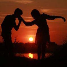 Soyez romantique Le couple offre un cadre de tendresse, de sensualité et de romantisme. Que ce soit au par un dîner au restaurant, une petite escapade amoureuse ou un petit poème, le romantisme réconforte et favorise l'intimité et la libre expression de l'être aimé!