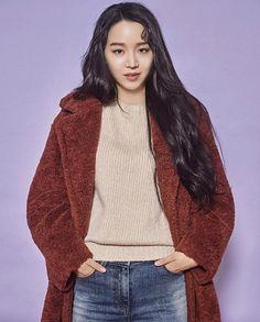 Shin Hye Sun (신혜선) Asian Actors, Korean Actors, Sung Hoon, Kpop Girls, Actors & Actresses, Kdrama, Beauty, Drawing, Night