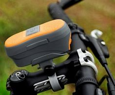 This Bluetooth Handsfree Receiver Bicycle Lamp is a clever combo gadget which integrates a full Bluetooth hands-free system for your smartphone, with a front LED lamp for visibility. The device lets you listen to your music through the twin 1.5 watt speakers, or make and receive phone calls via the internal microphone, and also stay safe at night with a 100 lumens, 1W LED lamp with high, low and flashing modes.