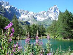 il CERVINO e il LAGO BLU  ... binomio ... bellezze della Valtournenche ..  #cervino #breuilcervinia #cervinia #valtournenche #aostavalley #italy #natura #amazing #mountains entertainement