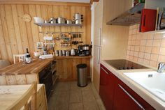 Apartment to rent with to pistes-Monetier-Serre Chevalier Rental Websites, Kitchenette, Kitchen Cabinets, 200m, Table, Furniture, Holiday, Photos, Home Decor
