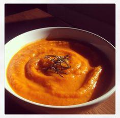 Deliciosa receta de Otoño, cremoso pure de calabaza y tomates asados