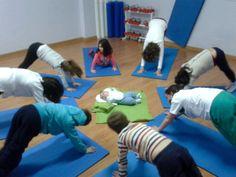 Un invitado especial fue adorado en clase de yoga por todos los alumnos. #Bebéyogi #yogaforkids Baby Yoga, Yoga For Kids, Easy Workouts, Yoga Fitness, Exercise, Children, Toddler Yoga, Yoga Workouts, Group
