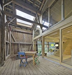 Image 3 of 20 from gallery of House Moser / Madritsch + Pfurtscheller. Photograph by Wolfgang Retter Pole Barn House Plans, Pole Barn Homes, House Floor Plans, Wooden Beams Ceiling, Roof Insulation, Barndominium Floor Plans, Loft, Roof Structure, Wood Interiors