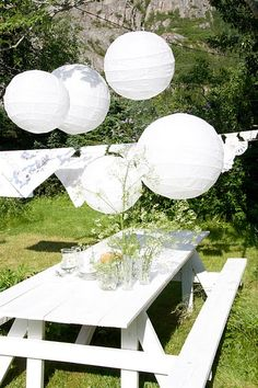 All-white, all-pretty for a garden party!