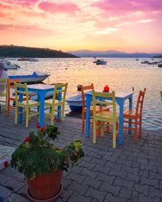 Greece Pictures, Outdoor Furniture Sets, Outdoor Decor, Santorini Greece, Greek Islands, Travel Around, To Go, Blue And White, Explore