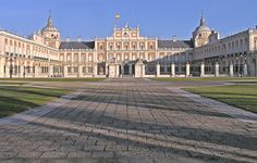 "https://flic.kr/p/aRGzQ | palacio real, aranjuez | Vista de la fachada principal del Palacio Real de Aranjuez - Enero 2006  Main facade of Royal Palace of Aranjuez (Madrid, Spain) - January 2006  El paisale cultural de Aranjuez esta declarado <a href=""http://whc.unesco.org/en/list/1044""> Patrimonio de la Humanidad</a>  Aranjuez Cultural Landscape is one of the <a href=""http://whc.unesco.org/en/list/1044"">UNESCO  World Heritage Sites</a>"