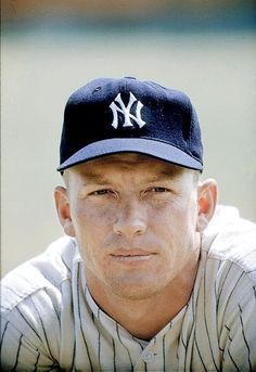 Today in 1962 - Mickey Mantle tied a major-league baseball record for home runs by hammering his career round-tripper. The great Mickey Mantle! Go Yankees, New York Yankees Baseball, Cardinals Baseball, Equipo Milwaukee Brewers, The Mick, Baseball Players, Baseball Games, Baseball Records, Baseball Training