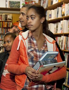 Obama girls gets treated by her dad in a bookstore.