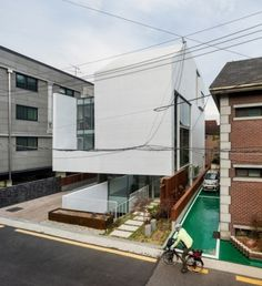 Image 8 of 34 from gallery of Atelier Chaeyeon / L'eau Design + Dongjin Kim. Photograph by Kyungsub Shin World Architecture Festival, Types Of Architecture, Amazing Architecture, Modern Architecture, The Neighbourhood, Walter Gropius, Survival Instinct, Small Buildings, Brutalist