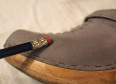 Amazing Trick for Getting Scuffs Out of Suede Shoes: A Pencil Eraser! Clean Suede Shoes, How To Clean Suede, Cleaning Hacks, Cleaning Recipes, Your Shoes, Diy Clothes, Helpful Hints, Fashion Shoes, My Style