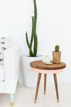 A colorful and budget friendly DIY mid century side table...